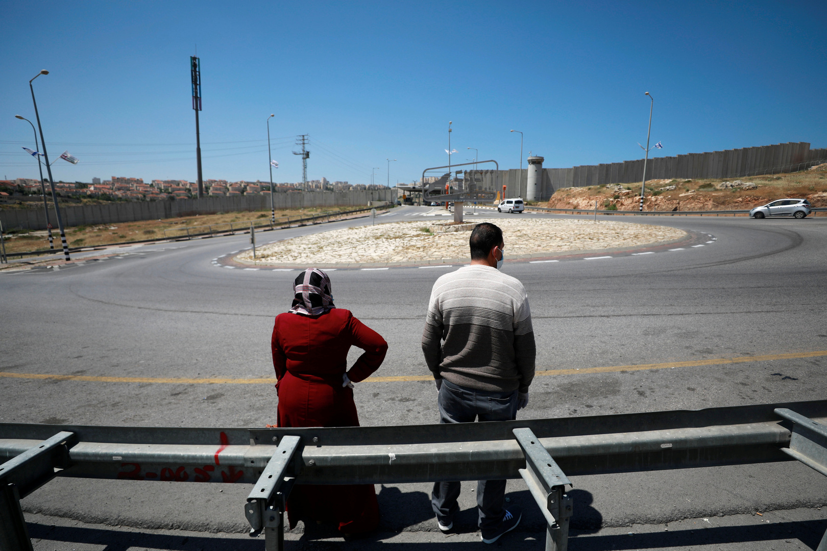 الحكومة الفلسطينية تمدد الإغلاق الشامل مع تفشي كورونا بوتائر قياسية