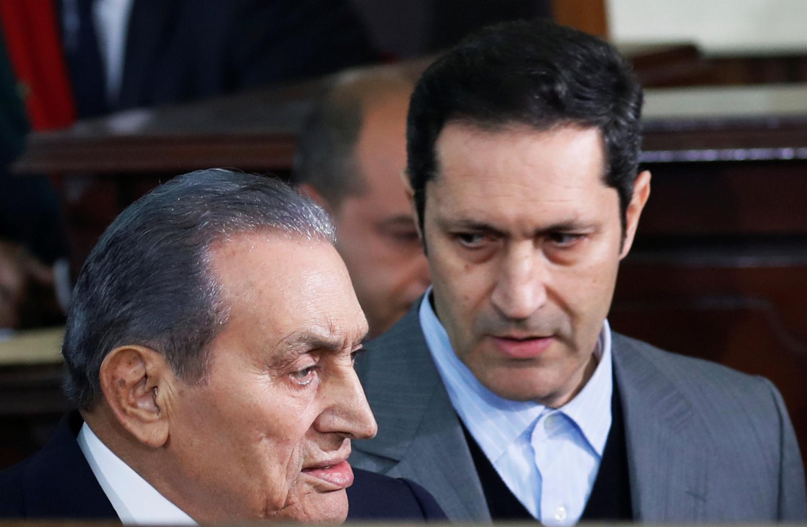 الرئيس المصري الراحل، محمد حسني مبارك وابنه علاء