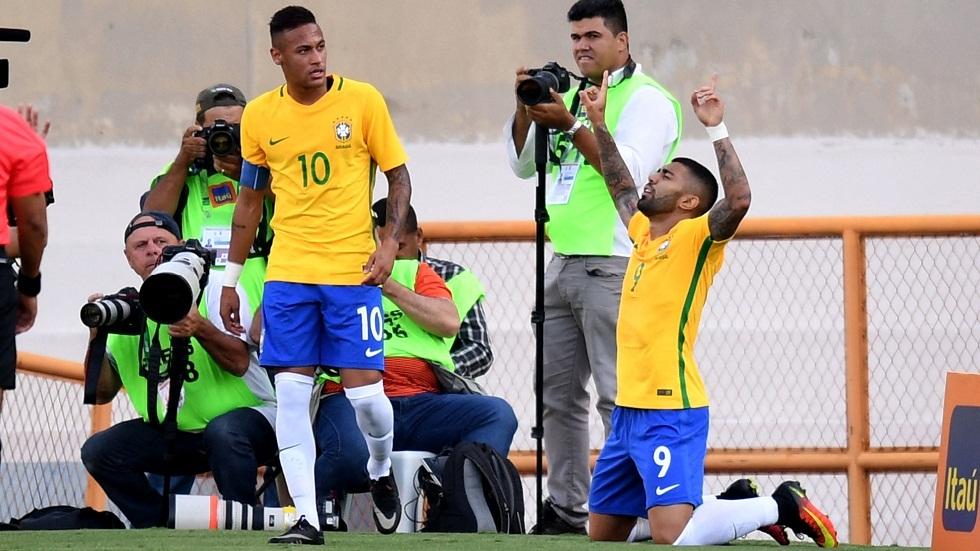 صورة تجمع غابيغول ومواطنه نيمار بقميص المنتخب البرازيلي