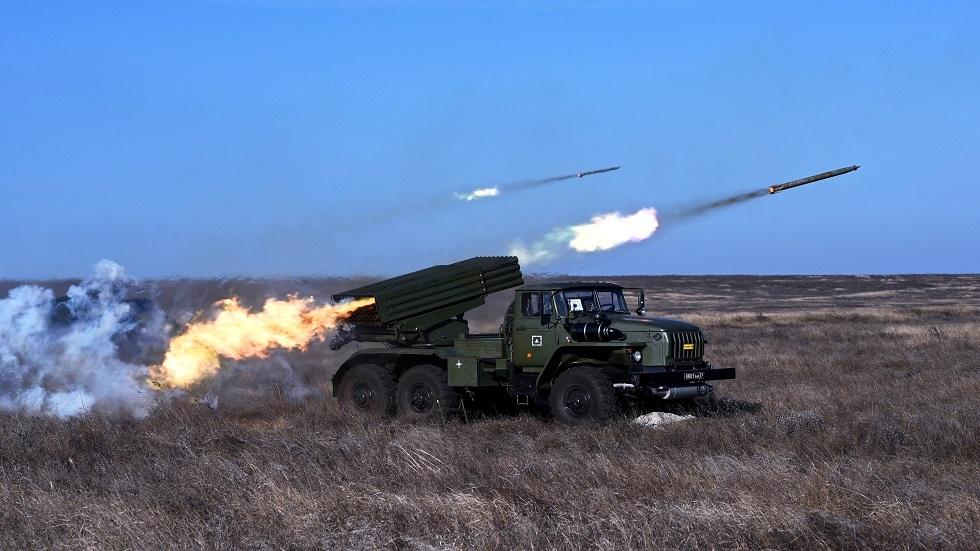 الجليد والنار.. الجيش الروسي يستعرض استخدام راجمات الصواريخ في منطقة القطب الشمالي
