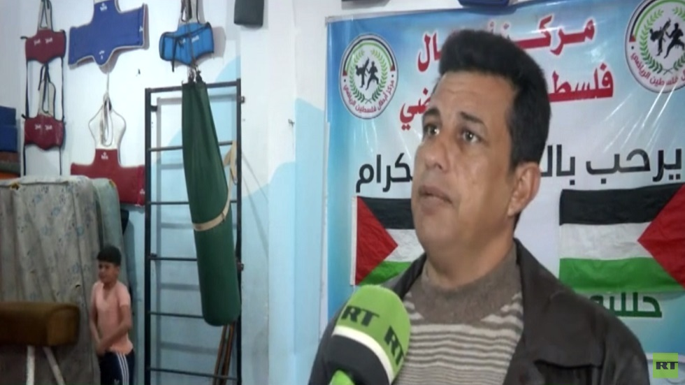 جهود فردية لتنشيط رياضة الجمباز في غزة