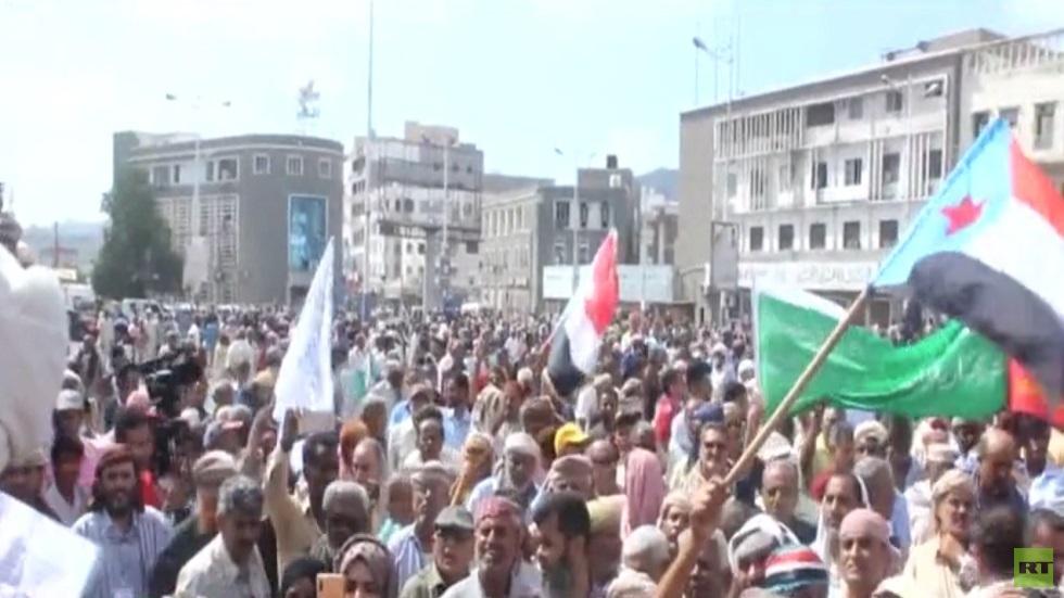 محتجون يقتحمون قصر معاشيق في عدن
