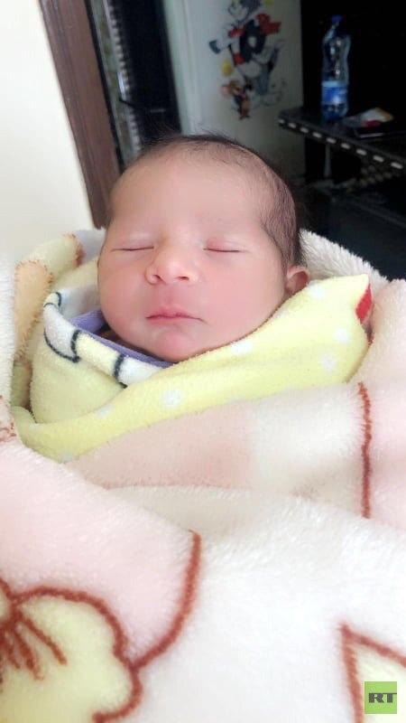 ولادة مستعجلة لسيدة فلسطينية داخل سيارة