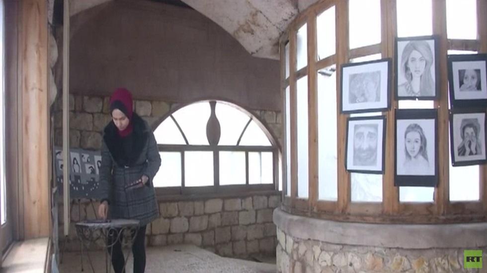 غزة.. الفن التشكيلي لدعم حقوق المرأة
