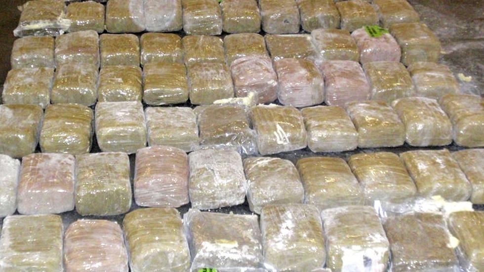 الأمن المصري يوقف 3 أشخاص ويصادر 240 قطعة مخدرات بحوزتهم