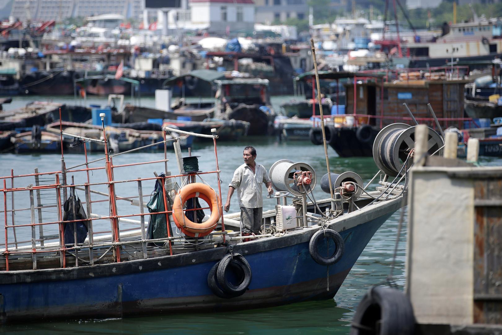 الحكومة الفلبينية تعرب عن قلقها من 220 سفينة صيد صينية في بحر الصين الجنوبي