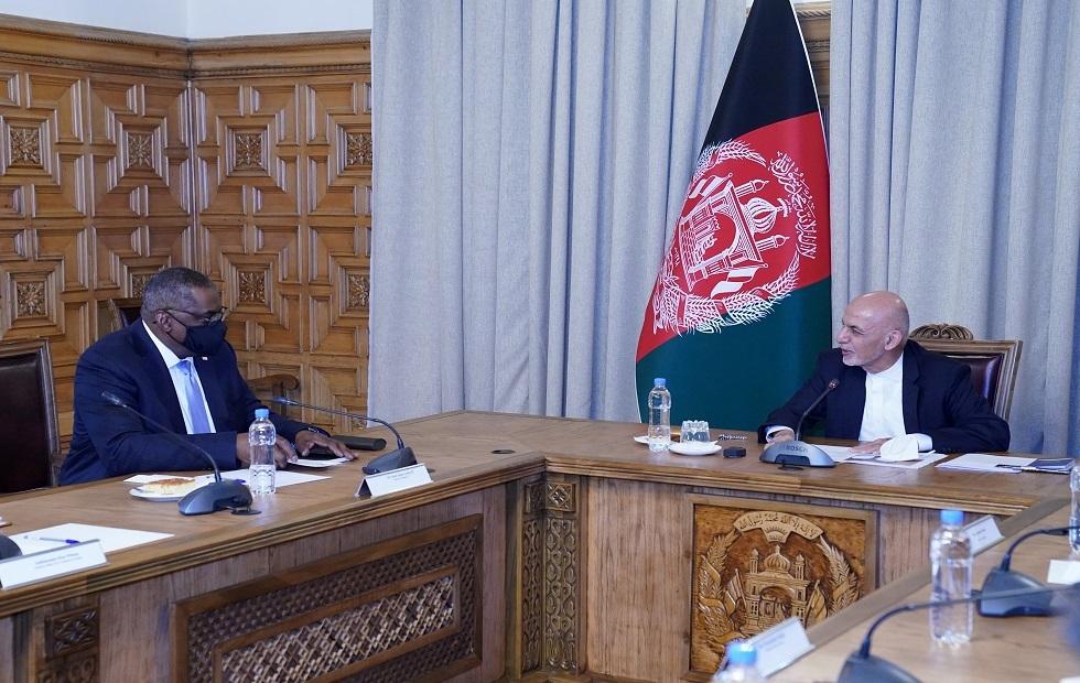 الرئيس الأفغاني أشرف غني ووزير الدفاع الأمريكي لويد أوستن