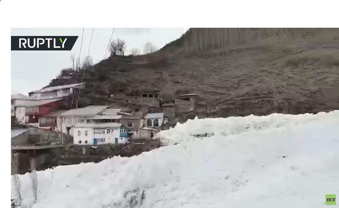 بالفيديو.. انهيار ثلجي في داغستان
