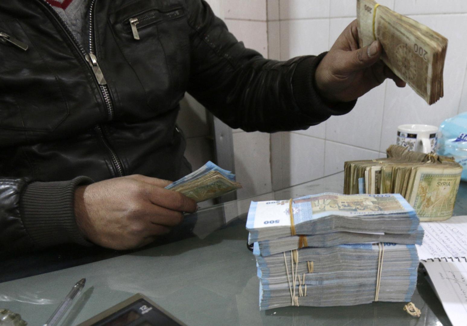 سوريا.. إجراءات صارمة تخفض دولار