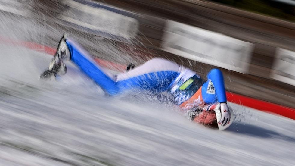 النرويجي تاندي يتعرض لسقوط مروع خلال بطولة العالم للقفز على الجليد (فيديو)