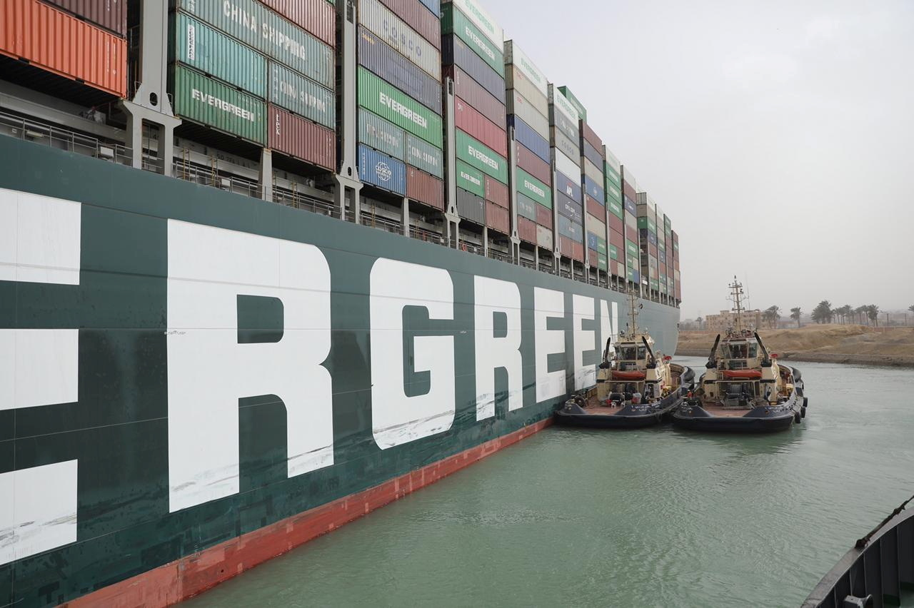 السفينة العالقة في قناة السويس