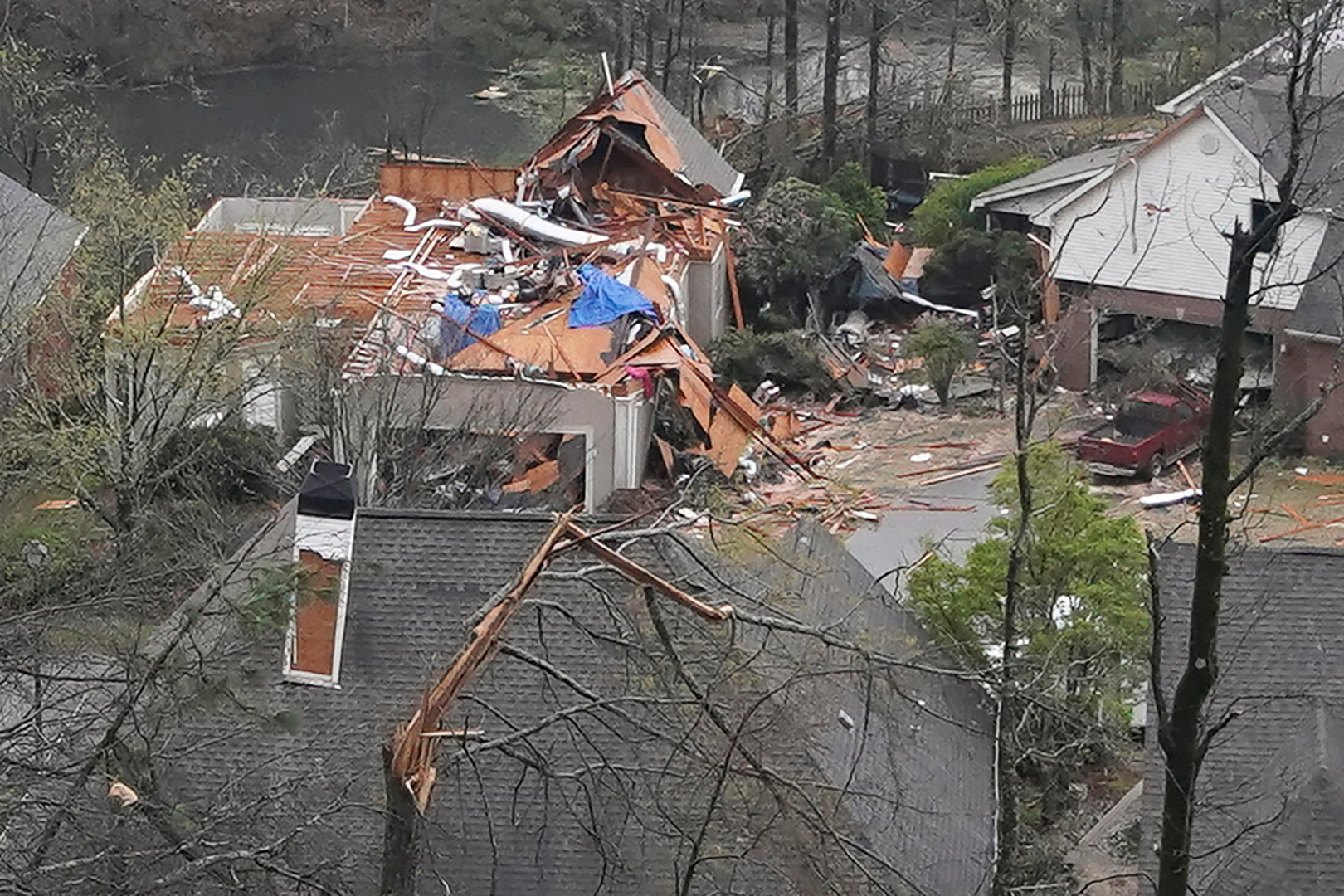 مصرع 5 أشخاص جراء إعصار ضرب ولاية ألاباما الأمريكية (فيديو)