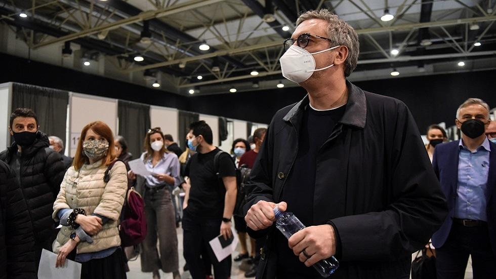 آلاف الأجانب يتدفقون إلى صربيا لتلقي اللقاح المضاد لكورونا