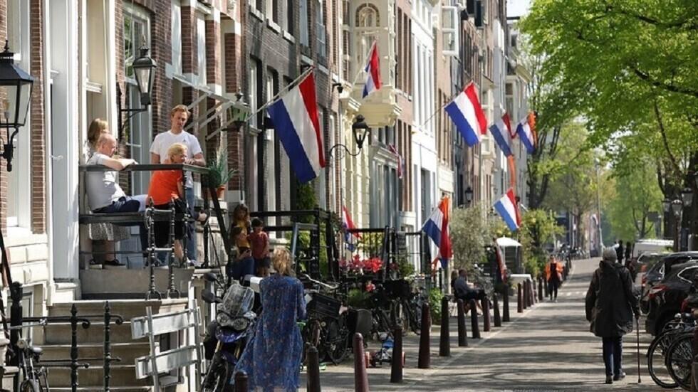 هولندا تسجل 8798 إصابة جديدة بكورونا