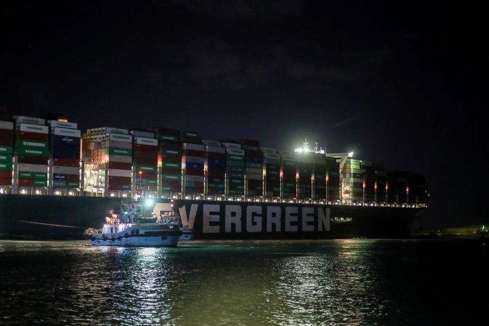 اليونان تعرب عن استعدادها لتقديم المساعدة لإعادة الملاحة في قناة السويس