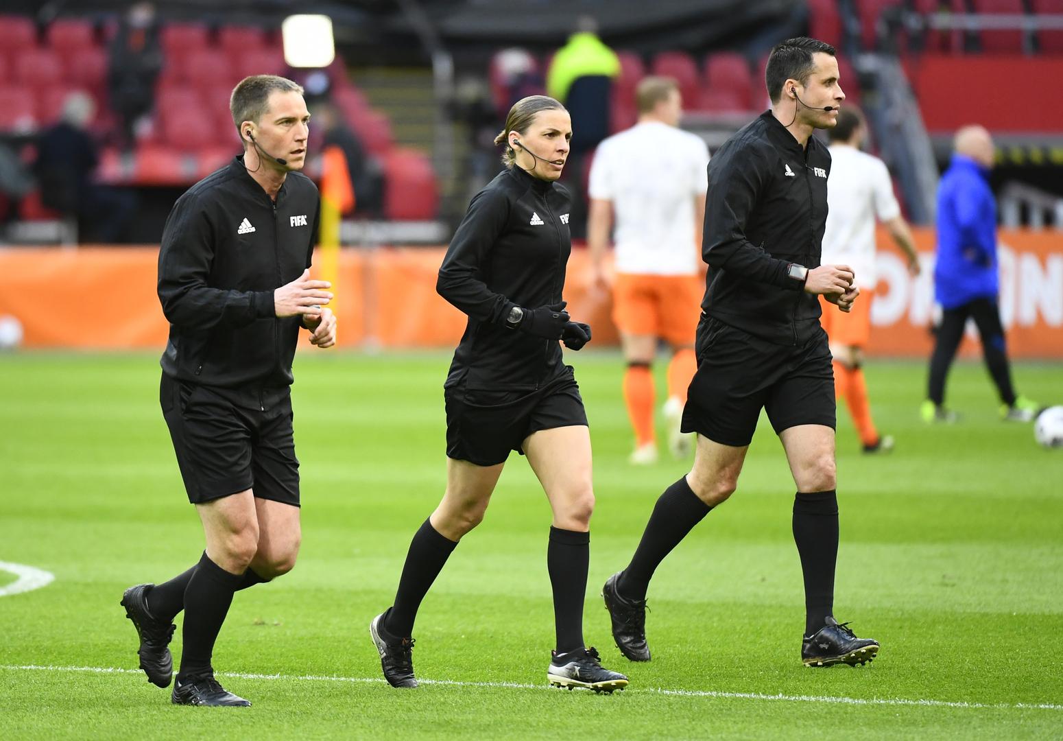 التاريخ يكتب في مباراة هولندا ولاتفيا.. أول امرأة تدير مباراة بتصفيات كأس العالم
