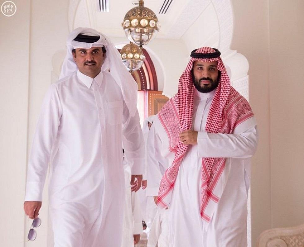 ولي العهد السعودي يستعرض مع أمير قطر مبادرتي
