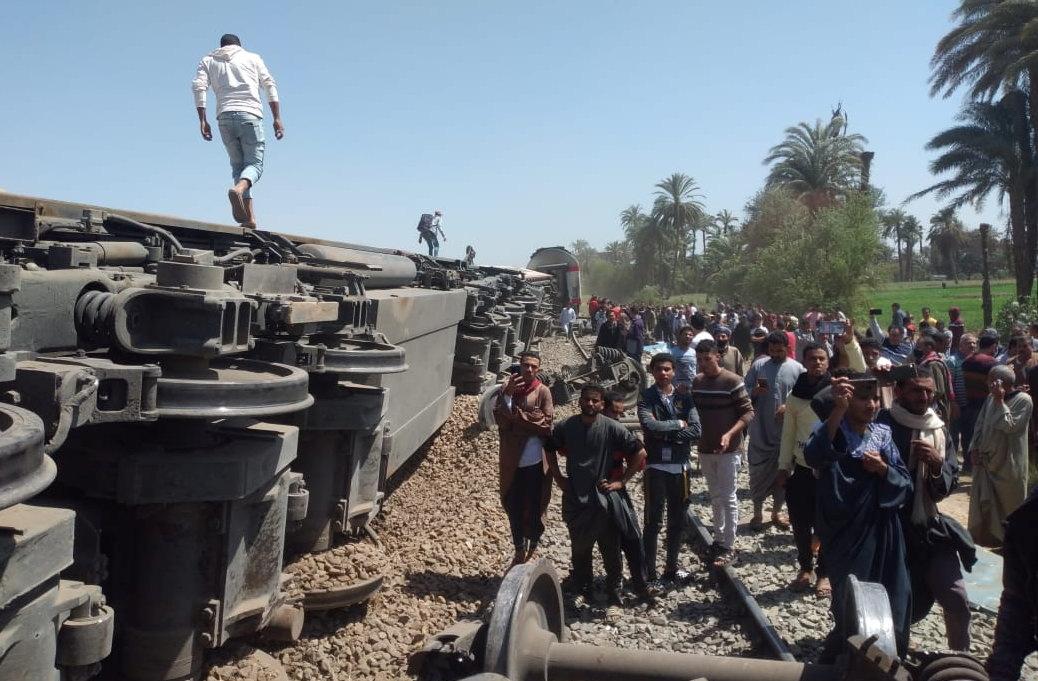 حادث قطاري سوهاج بالصعيد المصري