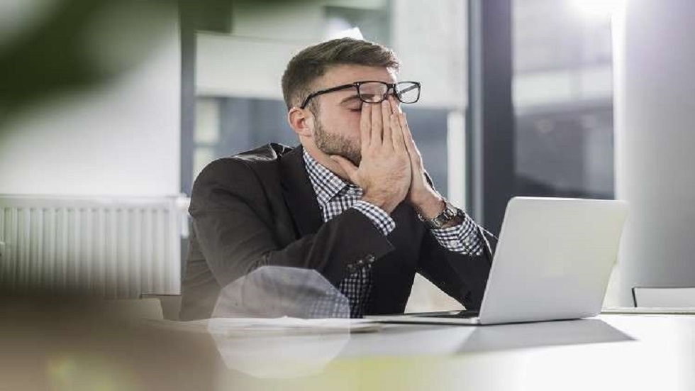 The study relates long working hours to duplicate and potentially fatal health risks