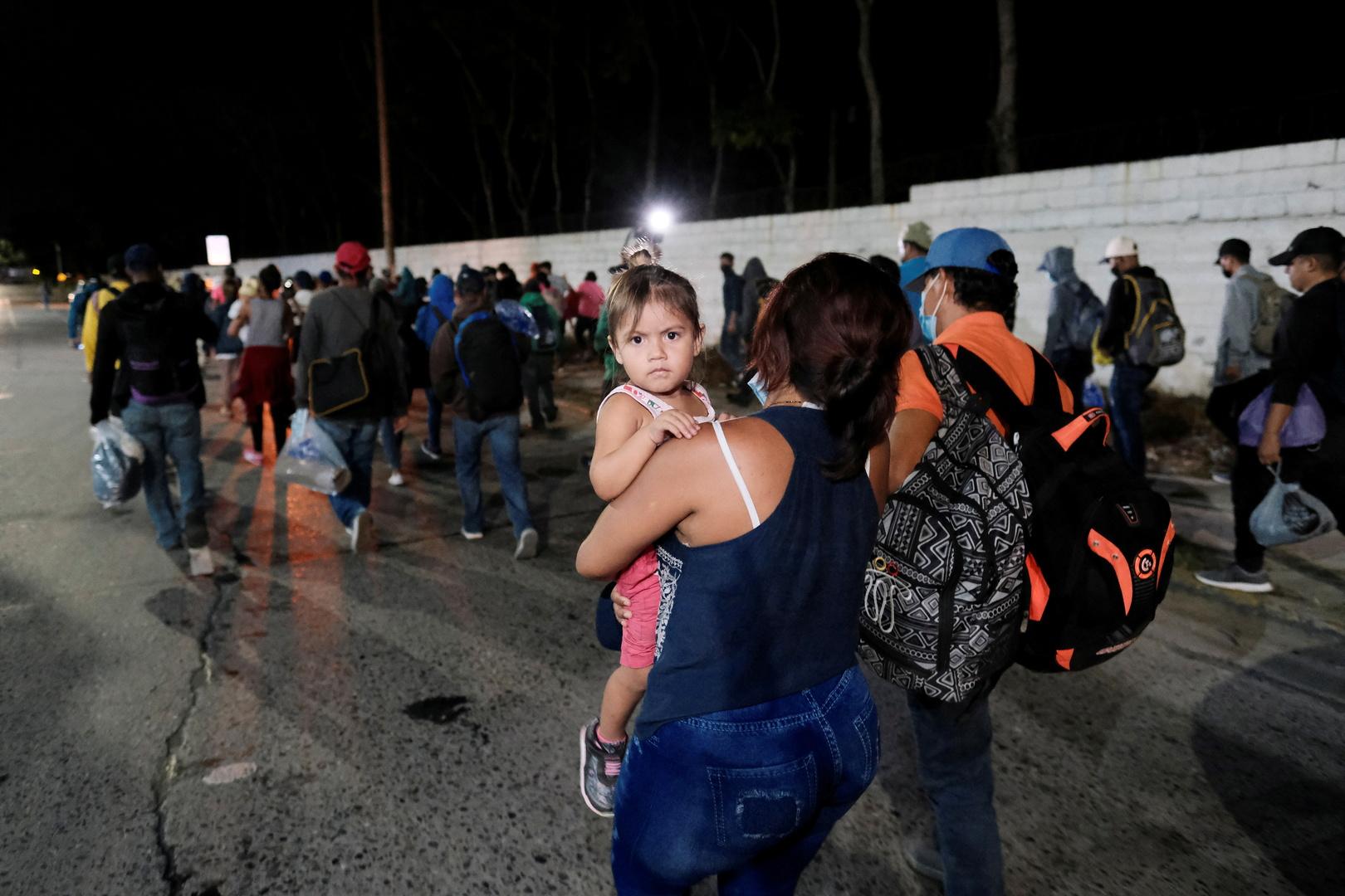 قافلة من مئات المهاجرين تغادر هندوراس متوجهة إلى الولايات المتحدة