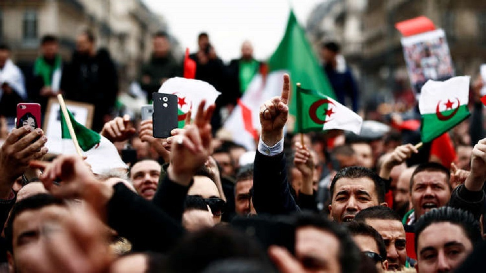 الجزائر.. تفكيك خلية إرهابية خططت لاستهداف المسيرات