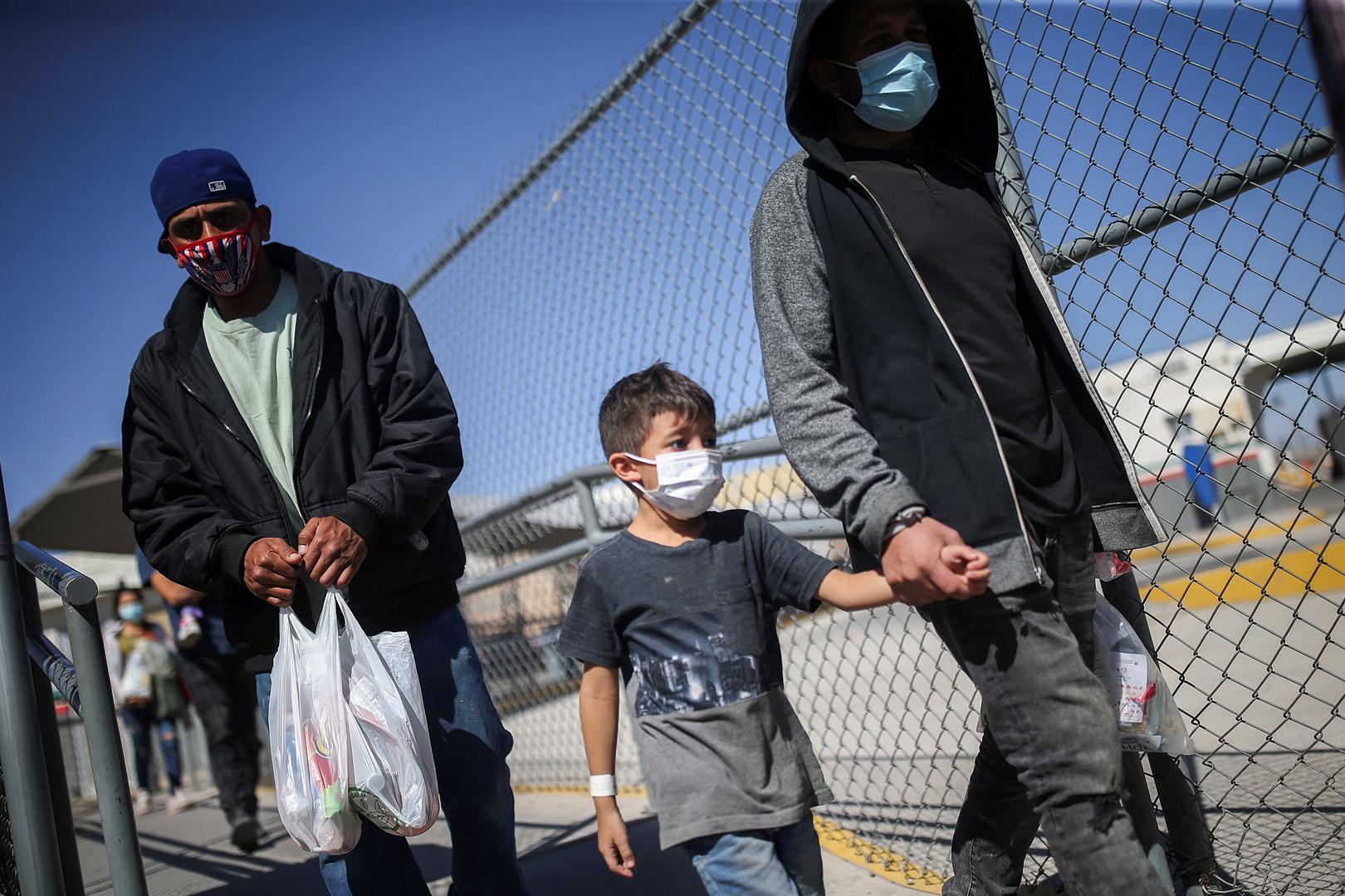 مسؤول أمريكي يتوقع أكثر من مليون مهاجر على الحدود مع المكسيك