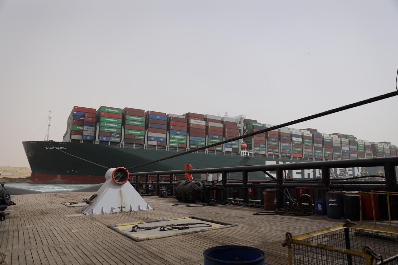 مصدر يكشف ما ستفعله مصر بالسفينة المحررة من قناة السويس إذا رفضت التحقيقات