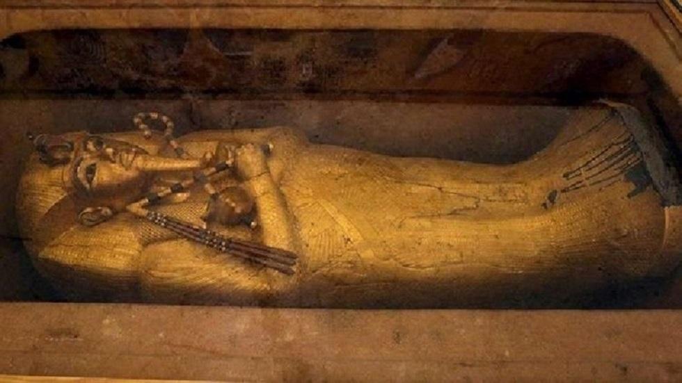 وزير الآثار المصري يعلق على