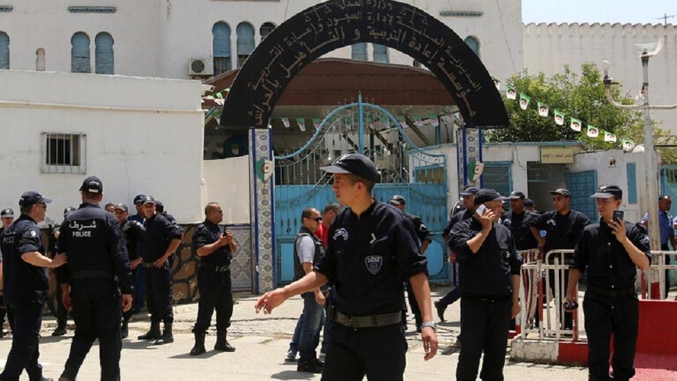 الجزائر.. القبض على لص اعتدى على قاصرات