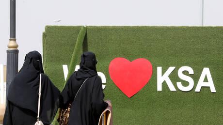 """السعودية.. عضو بهيئة كبار العلماء يؤكد أن """"المرأة تستطيع أن تعمل مأذون زواج"""""""