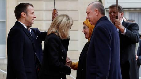 مضت دون إهانات: ماكرون وأردوغان ناقشا الخلافات