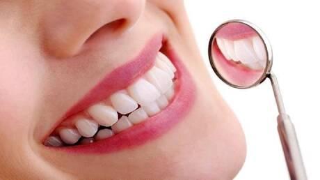 7 عادات سيئة يجب الإقلاع عنها للحفاظ على الأسنان
