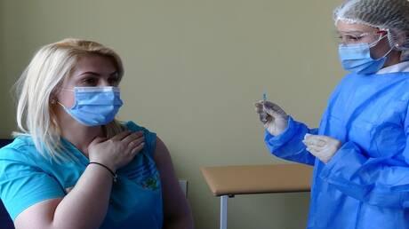 """الأمريكيون يحذرون من ظهور أعراض جانبية مؤجلة بعد التطعيم بلقاح """"موديرنا"""""""