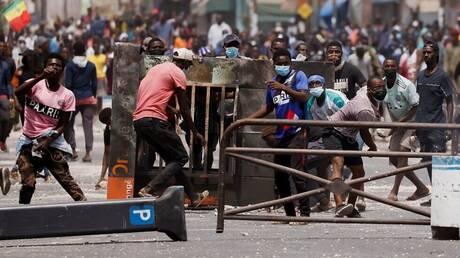 السنغال تغلق المدارس بسبب اضطرابات عنيفة