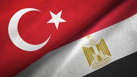 مصدر رسمي مصري: الارتقاء بمستوى العلاقة بين القاهرة وأنقرة يتطلب مراعاة الأطر القانونية والدبلوماسية