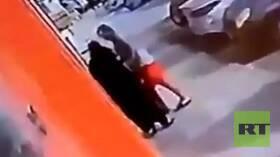 في وضح النهار.. واقعة تحرش بامرأة في جدة تفجر غضبا في السعودية! (فيديو)