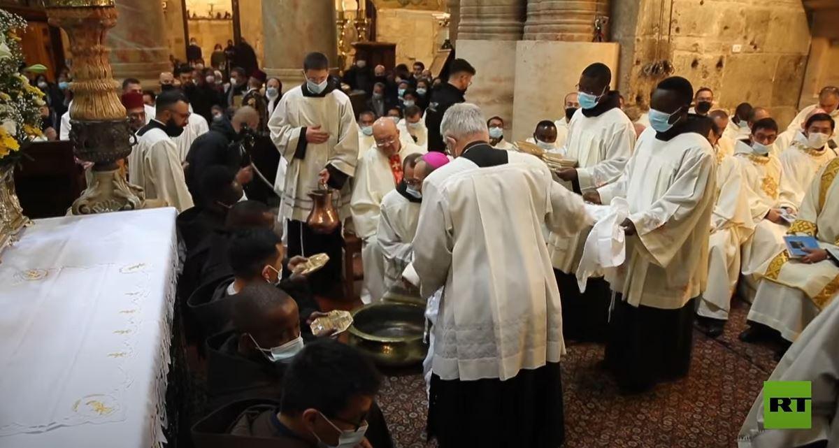 طقوس غسل الأرجل في كنيسة القيامة