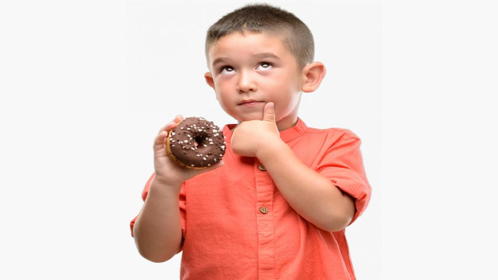 كيف يمكن أن يؤثّر السكر على دماغ طفلك!؟