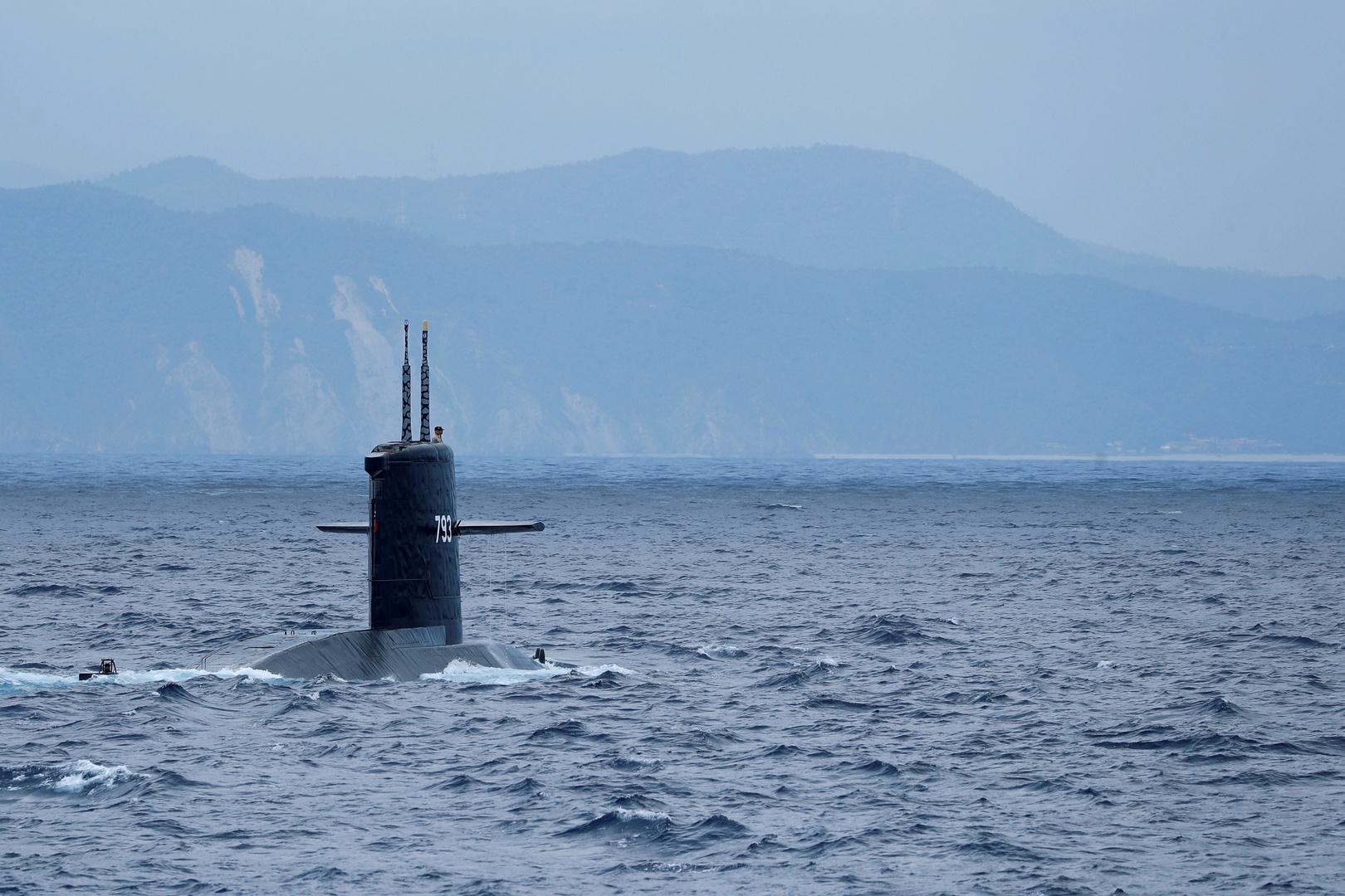 غواصة Hai Lung SS-793  خلال تدريبات بالقرب من قاعدة ييلان البحرية بتايوان في 13 أبريل 2018.