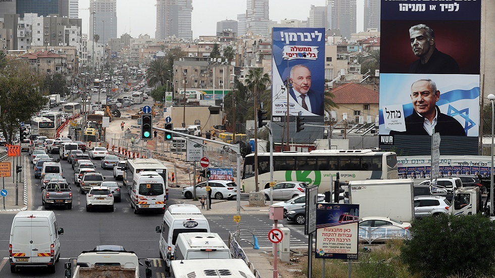 استطلاع رأي: نصف اليهود الإسرائيليين تقريبا يؤيدون حكومة تدعمها الأحزاب العربية