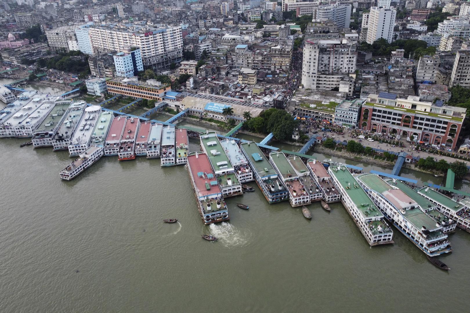 غرق عبارة على متنها أكثر من 50 شخصا وسط بنغلاديش