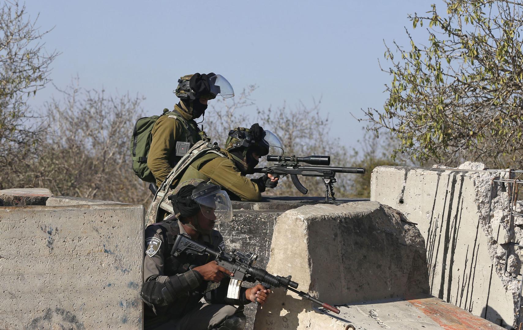 مقتل فلسطيني وإصابة زوجته برصاص إسرائيلي (فيديو)