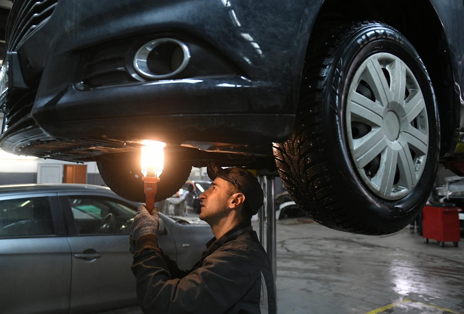 رجل أعمال كبير يكشف عن وصفة لحل المشكلة الرئيسية لقطاع صناعة السيارات الروسي
