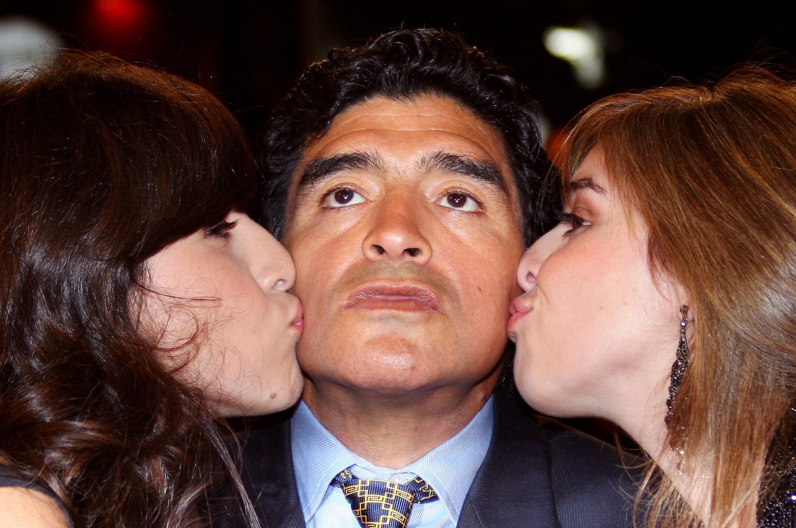 محامي مارادونا يفتح النيران على ابنتيه