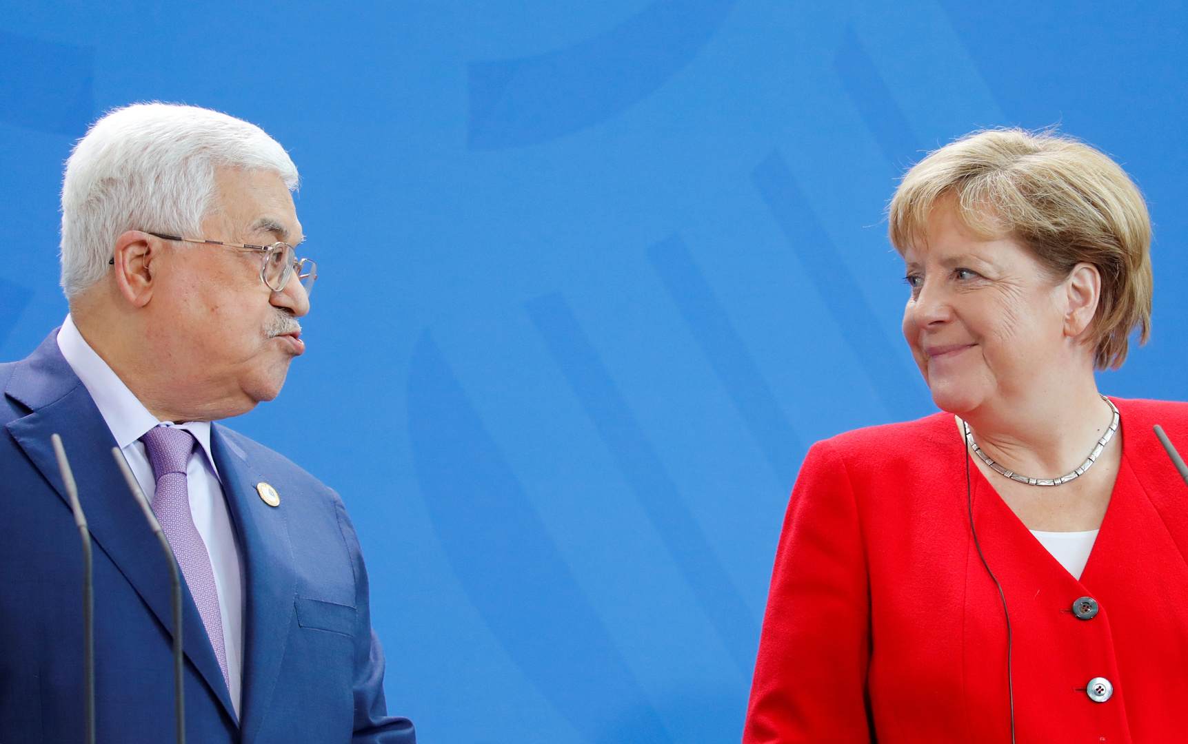 المستشارة الألمانية أنغيلا ميركل والرئيس الفلسطيني محمود عباس - صورة أرشيفية