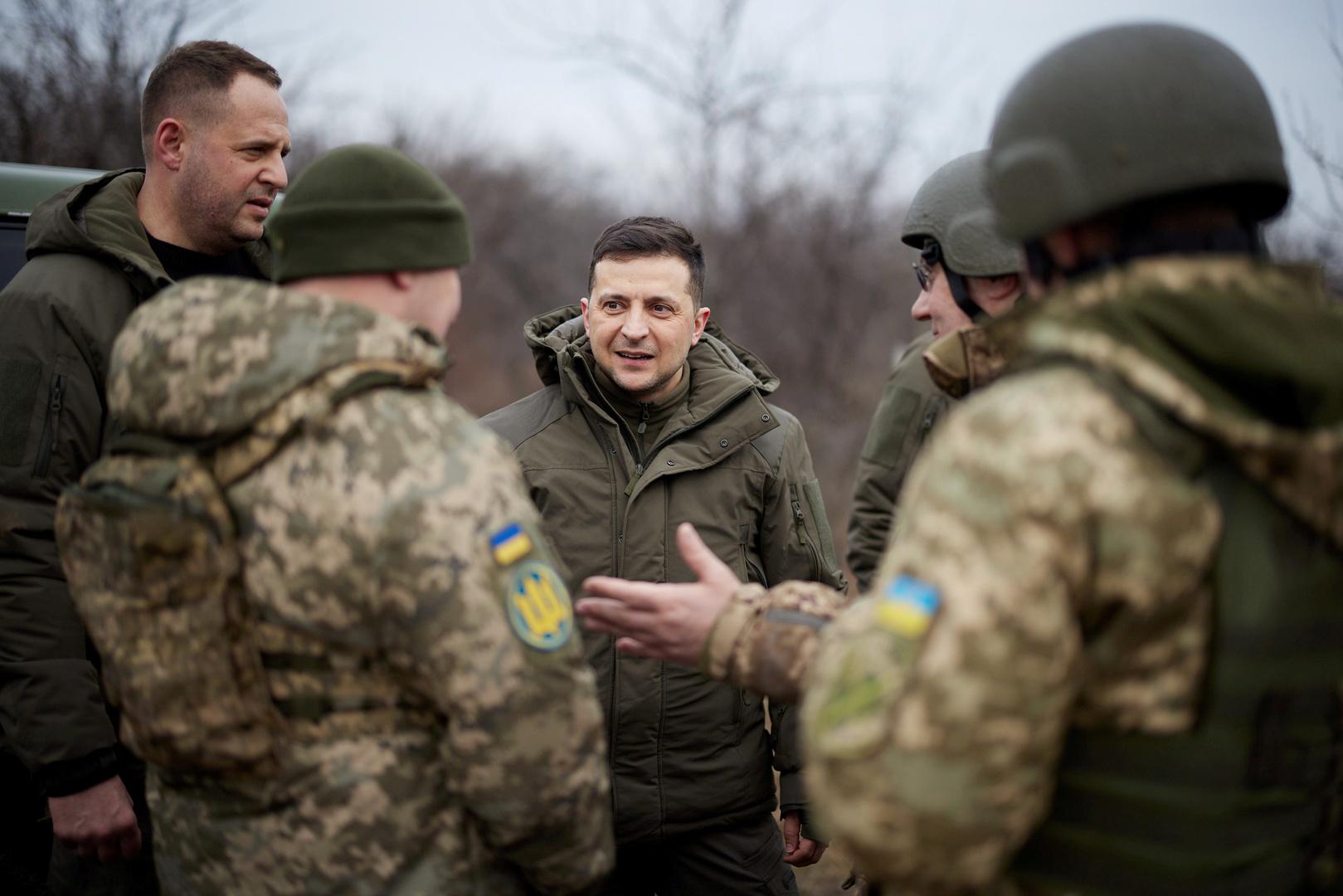 الرئيس الأوكراني على الجبهة في دونباس