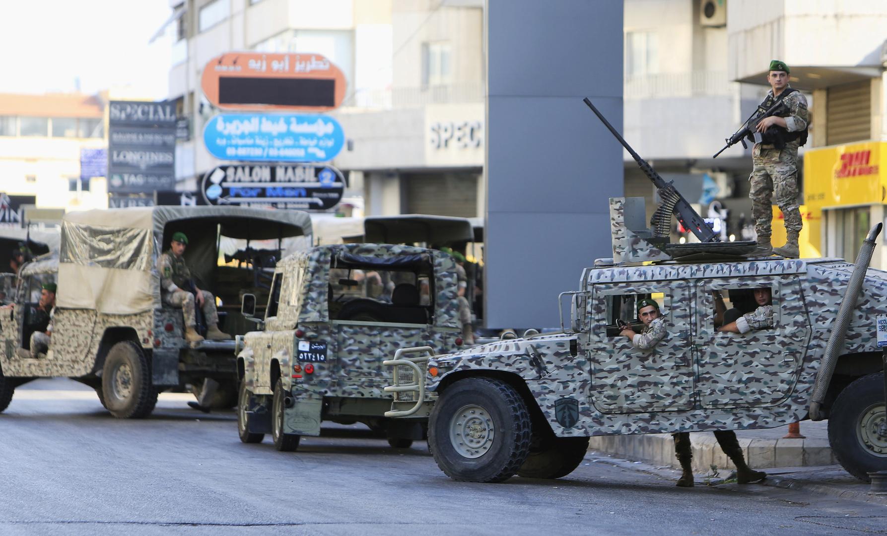 الجيش اللبناني يوقف 12 لبنانيا وسوريين اثنين