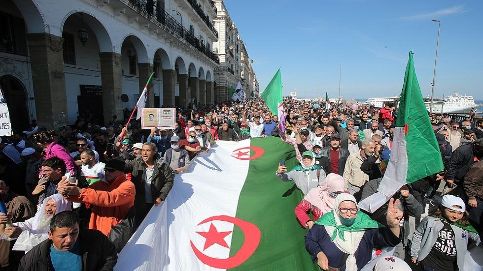 الجزائر.. الحبس المؤقت لخمسة من ناشطي الحراك