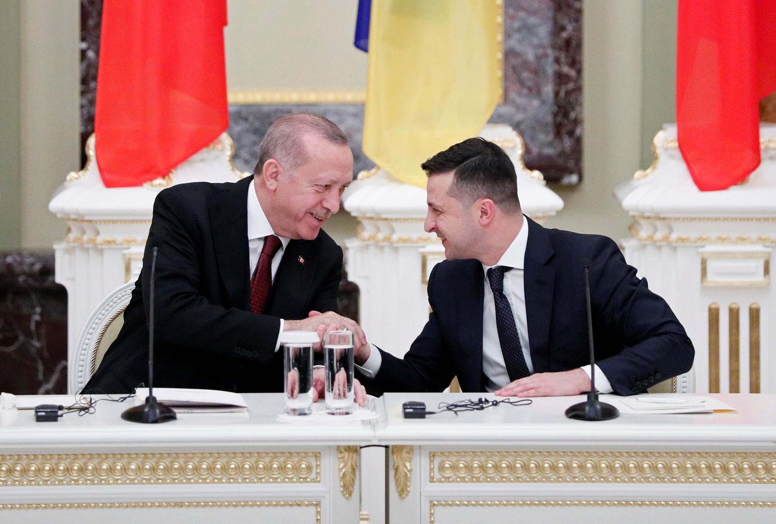 على خلفية التصعيد في دونباس.. زيلينسكي يلتقي أردوغان وقد يزور باريس