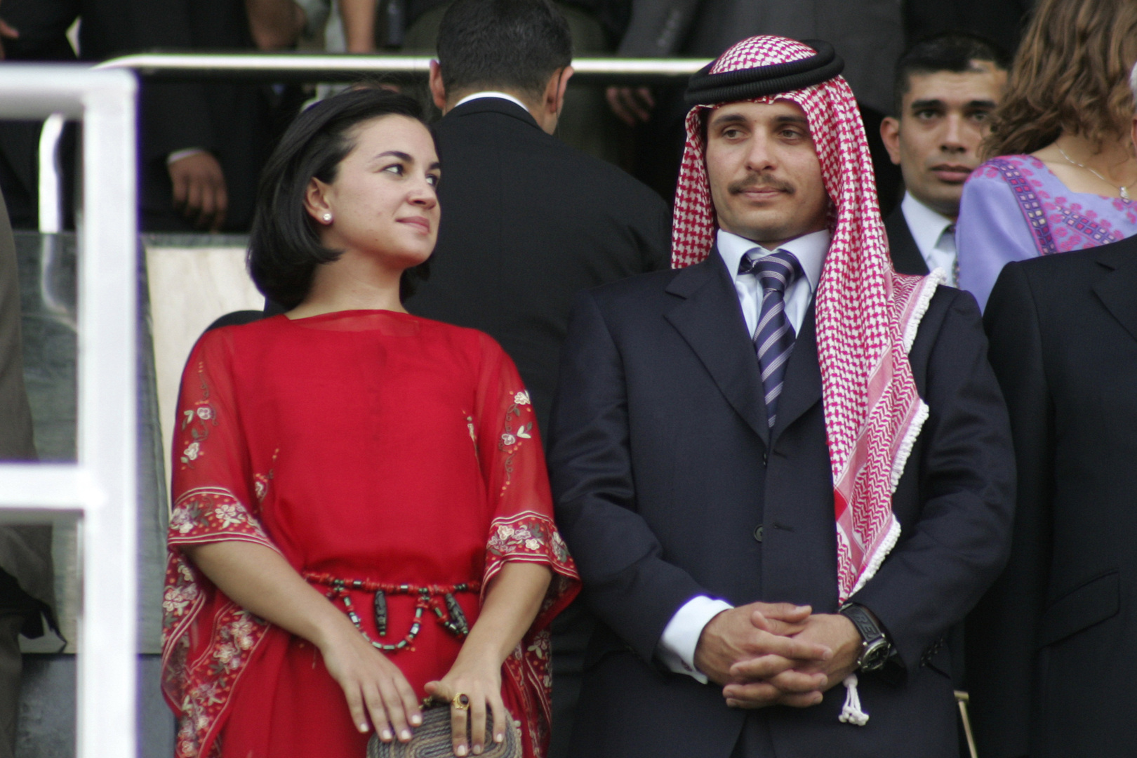 الأمير حمزة مع زوجته